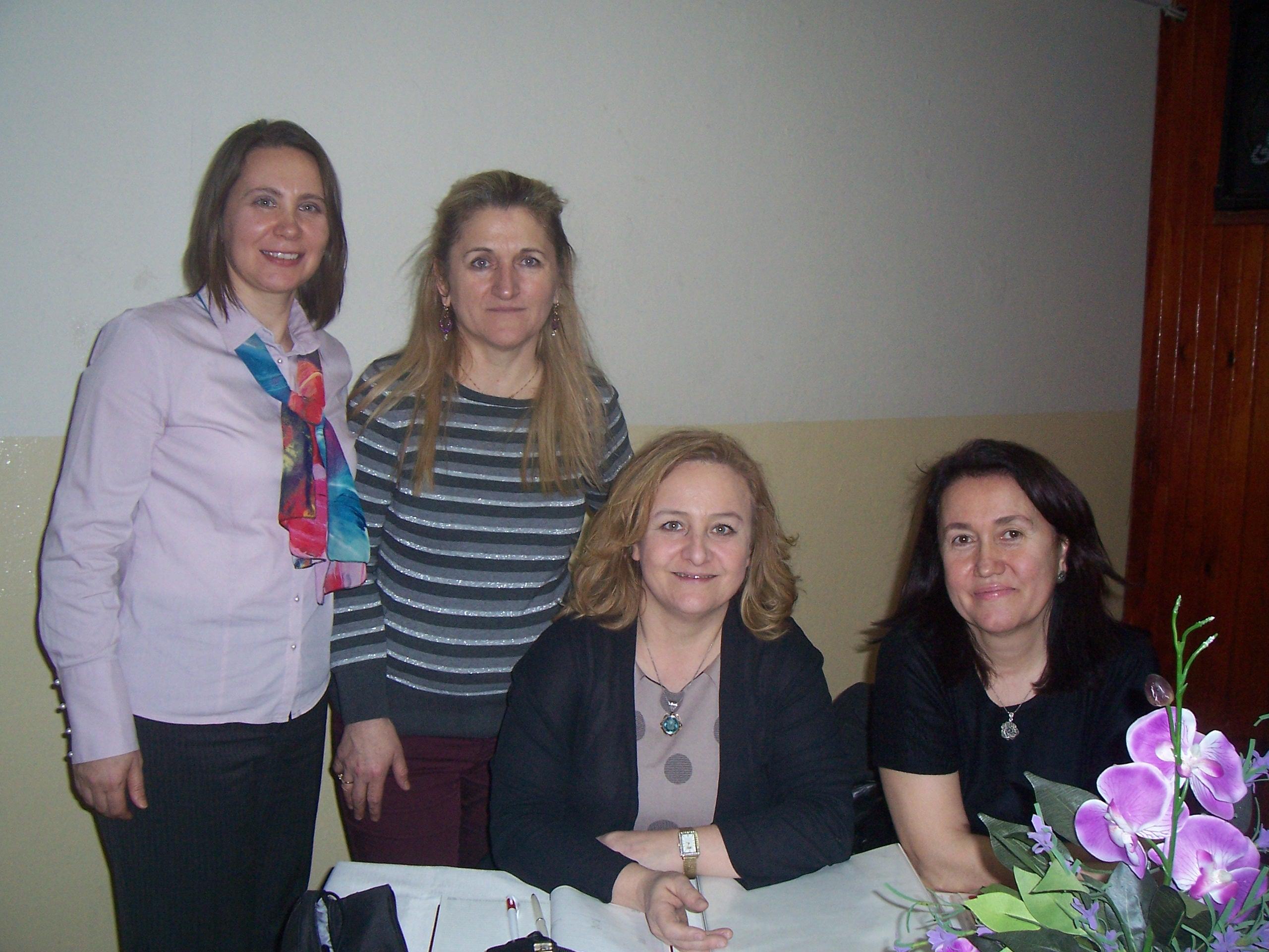 """3-21 Mart 2014 tarihleri arasında Edirne İl Milli Eğitim Müdürlüğü ve Trakya Üniversitesi Eğitim Fakültesi işbirliği ile Milli Eğitim Bakanlığı'na bağlı okul öncesi öğretmenlerine 120 saatlik """"Okul Öncesi Eğitiminde Montessori Yaklaşımı"""" uygulamalı semineri."""